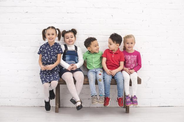 nens i nenes assegudes
